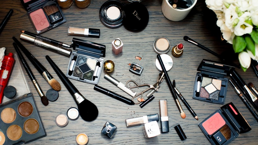What to Keep and What to Toss in Your Makeup Bag