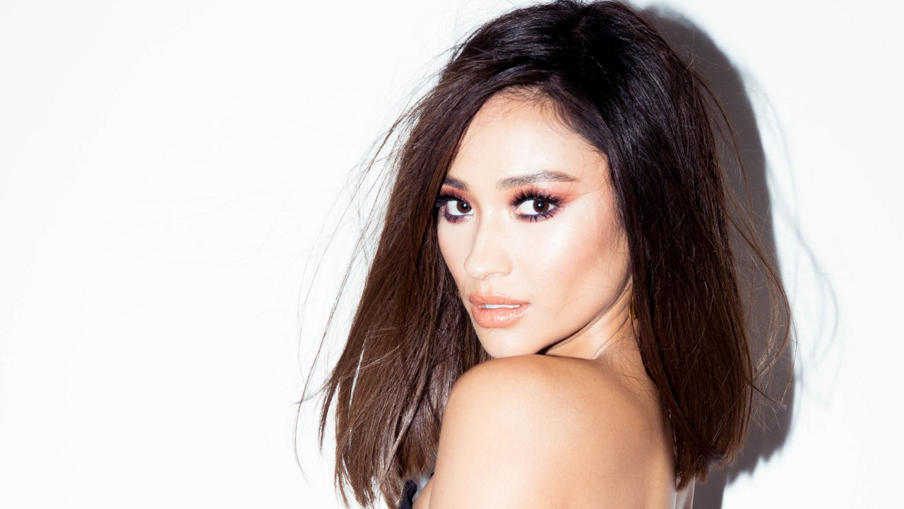 Shay Mitchell Loves Aloe Juice and Extra-Saucy Chicken Roti