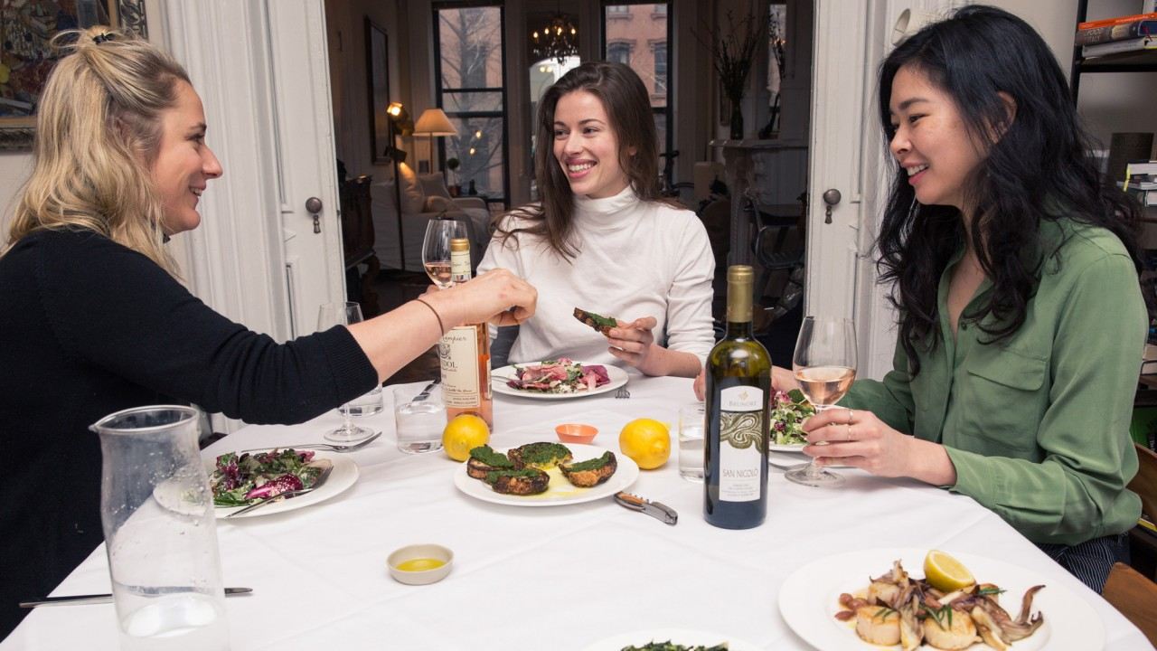 Host a Sunday Lunch Instead of Going to Brunch
