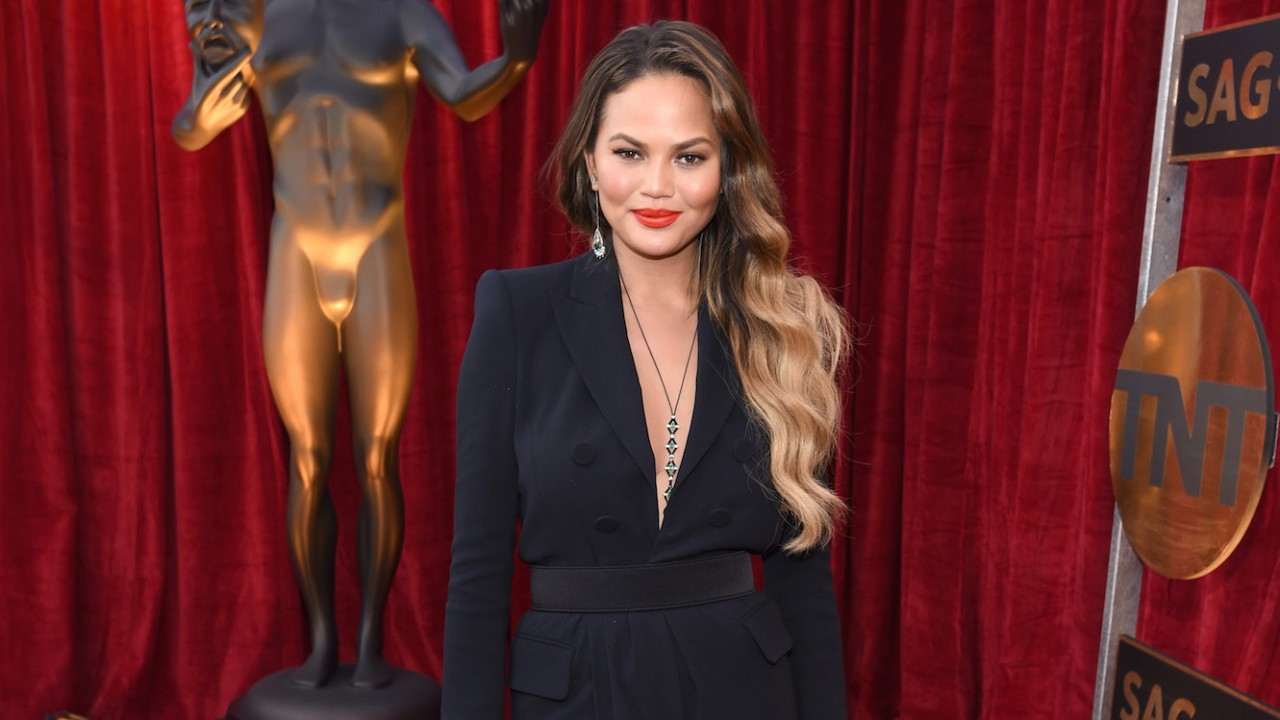 Chrissy Teigen Reminds Everyone That Postpartum Depression Doesn't Discriminate