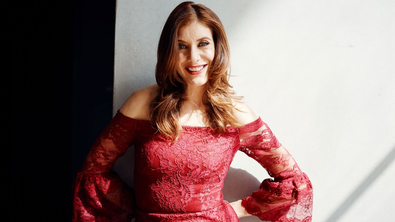 "Kate Walsh Travels with Her Own Personal ""Water Cooler"""