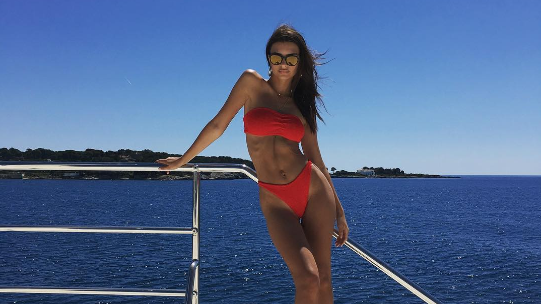 Emily Ratajkowski's Tiny Bikini Bottom Style Might Be the Look of the Summer