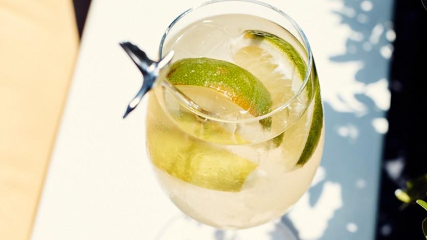 La Piscine Shares Their Le Grand Fizz Cocktail Recipe