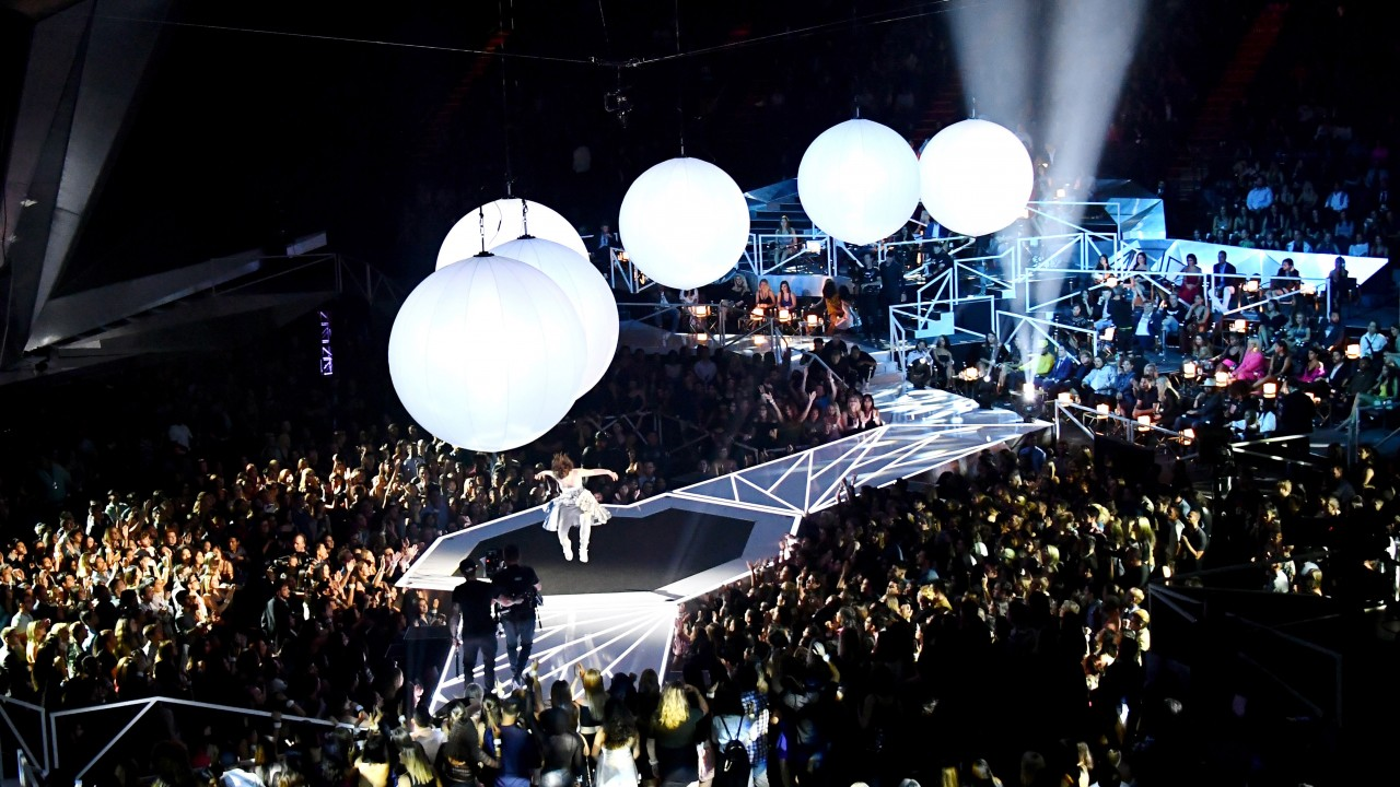 """17 GIFs From MTV's VMAs That Will Have You Saying """"So Me"""""""