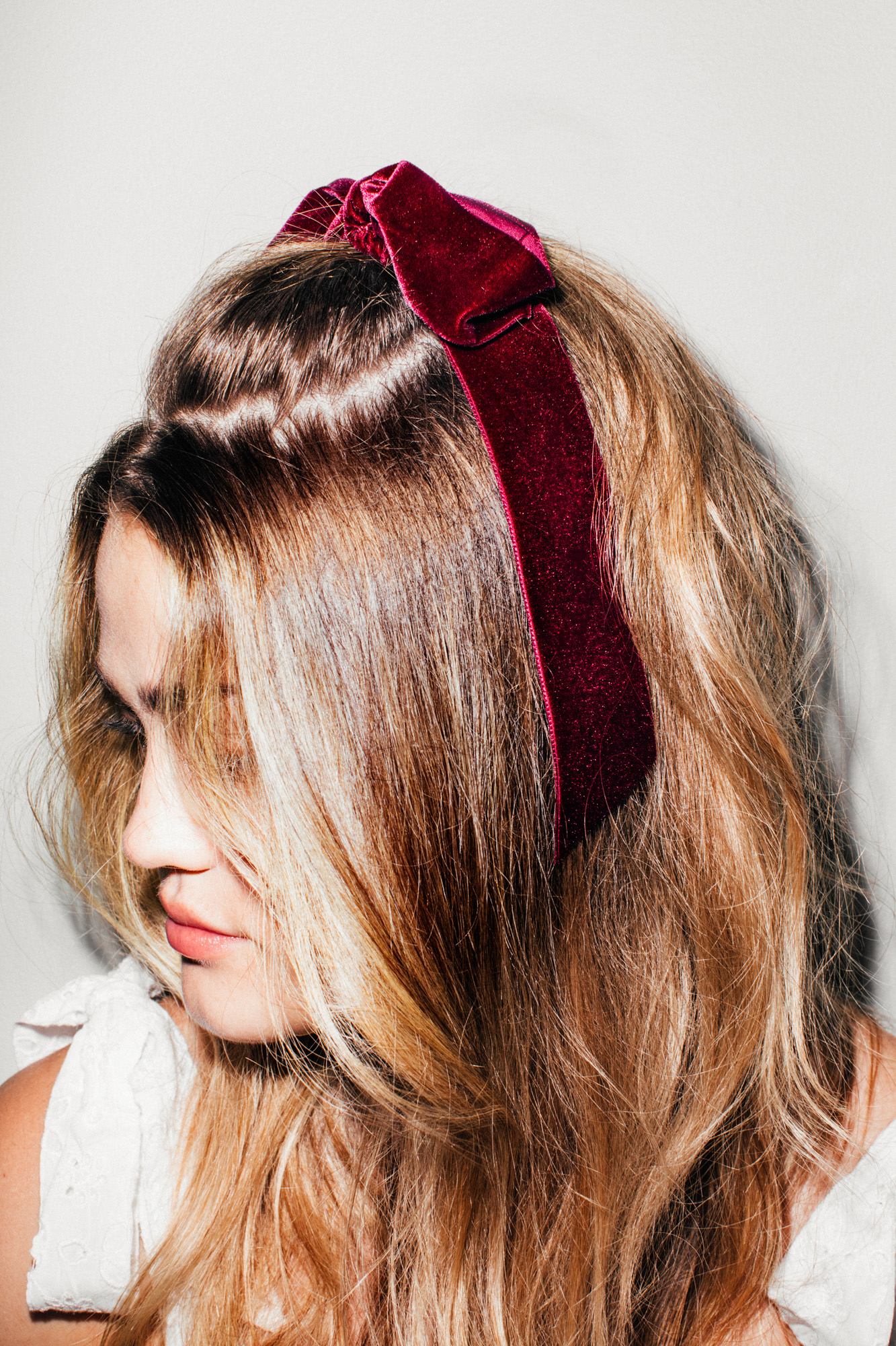 4 Ways to Style Your Hair Using Velvet Bows for Wedding ...