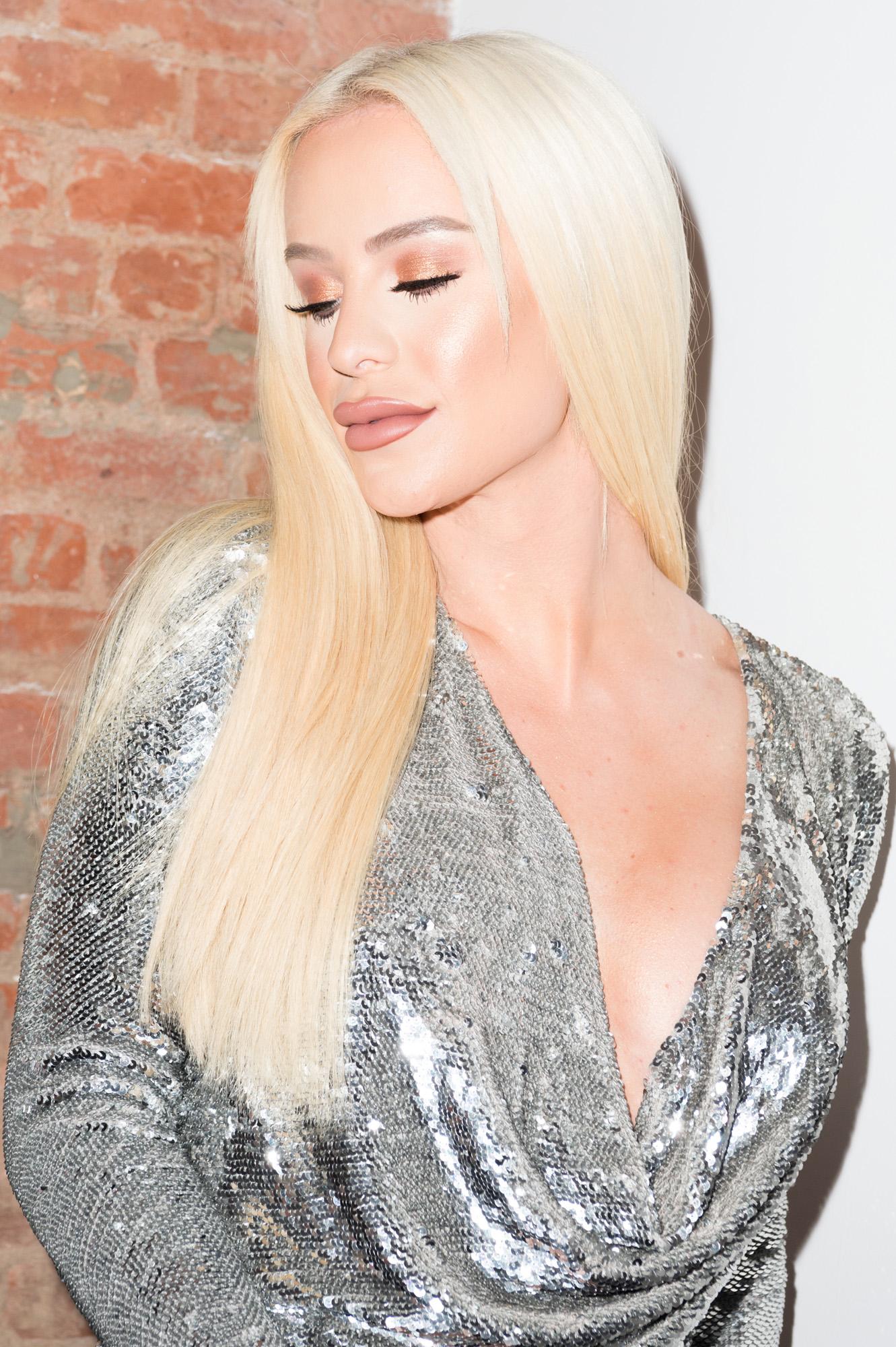 Gigi Gorgeous - Gigi Gorgeous Photos - BeautyCon LA Talent