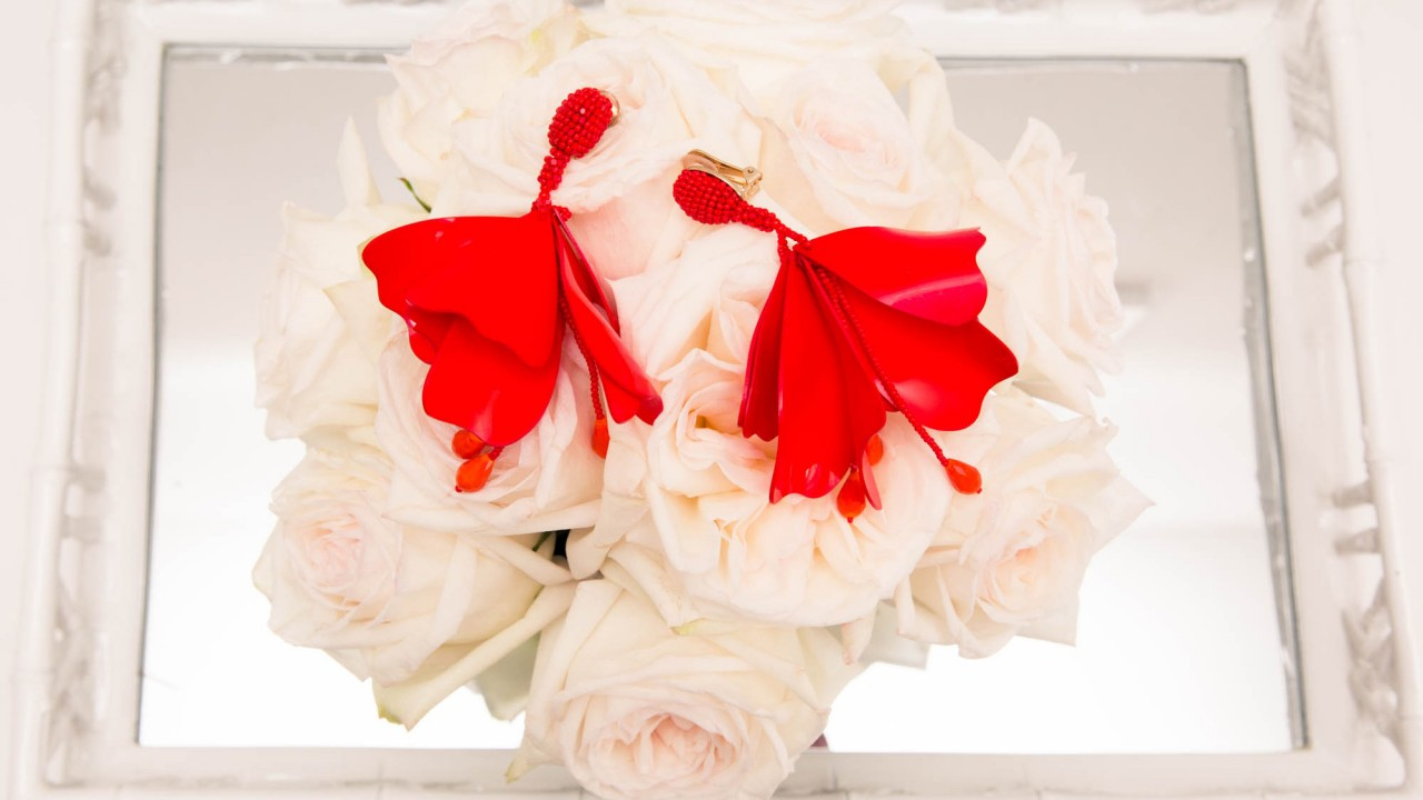grammy attendees will wear white roses