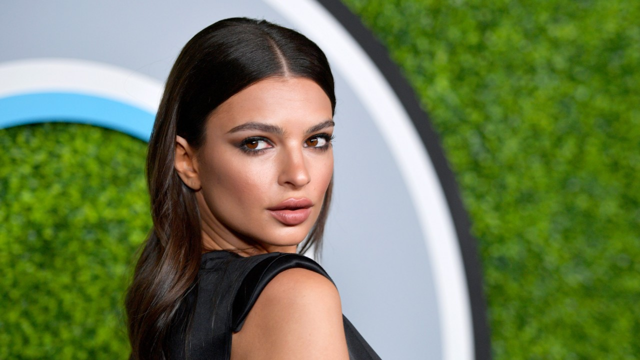Emily Ratajkowski's Secret to Reducing the Appearance of Pores