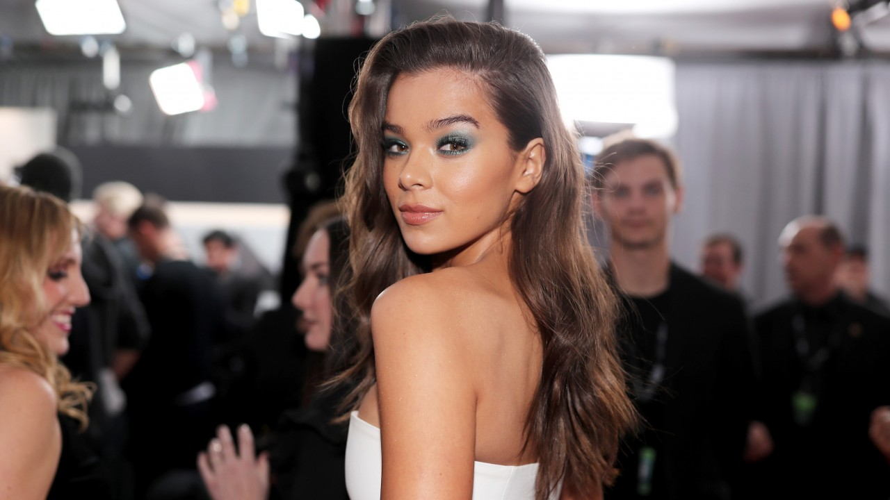 Hailee Steinfeld Just Broke a Big Beauty Taboo in the Best Way