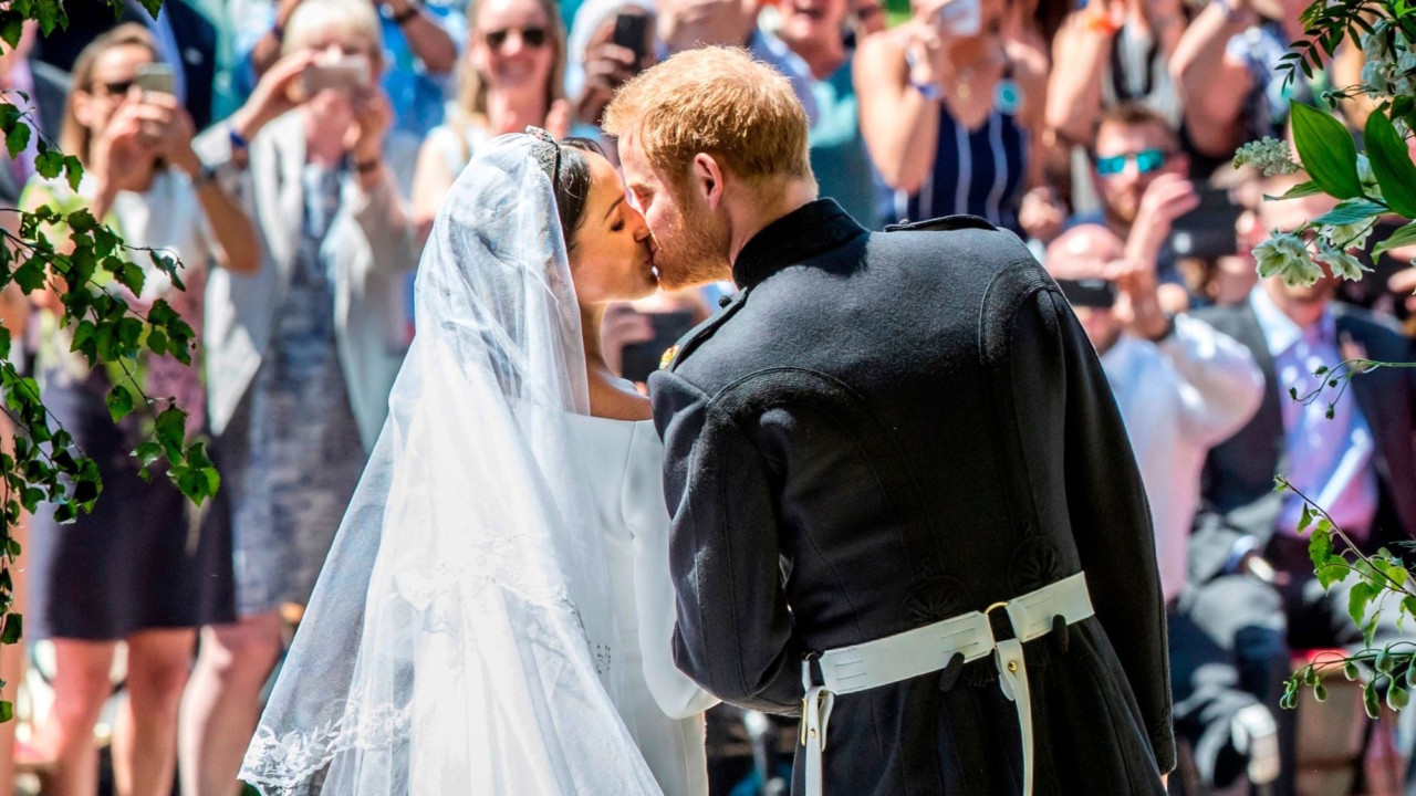prince harry and meghan markle are now husband and wife coveteur https coveteur com 2018 05 19 royal wedding