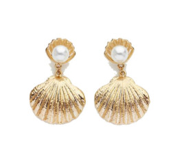 Seashell Pearl Earrings by Reliquia