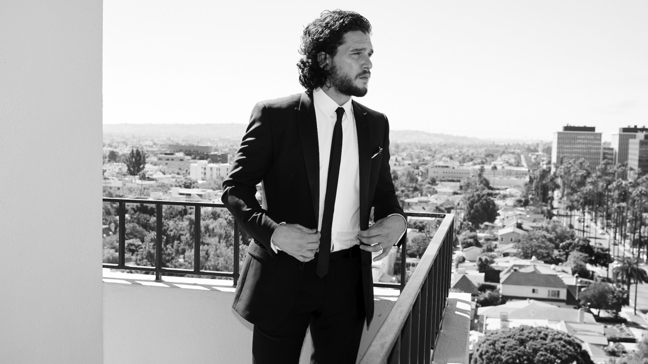 How Kit Harington Perfects His Curls for the Red Carpet