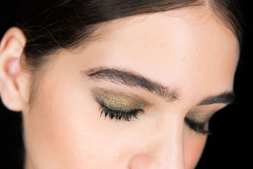 how to do shimmery green eye makeup look