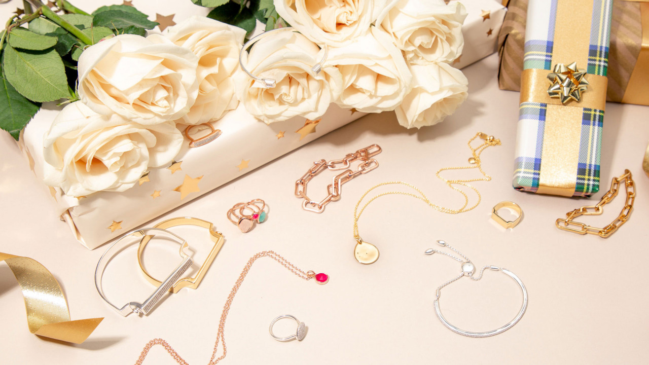 The Jewelry Pieces That Will Complete Any Holiday Ensemble