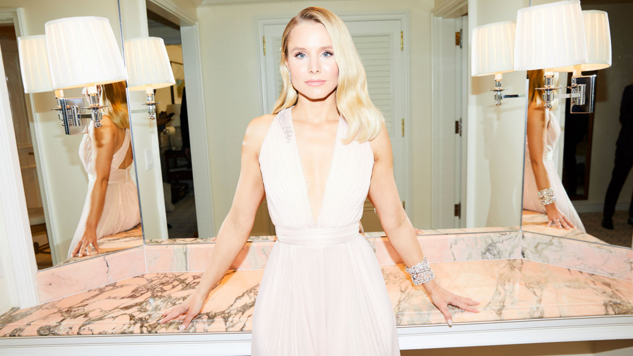 Getting Ready with Kristen Bell for the Golden Globes Is a Lot of Fun