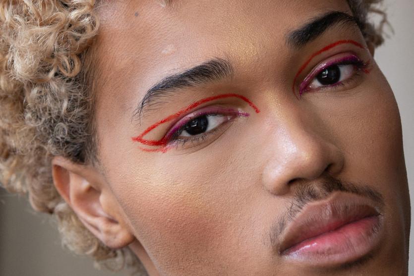 men wearing makeup trend
