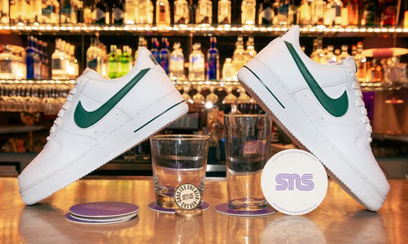 inside sneakersnstuff bar new york city