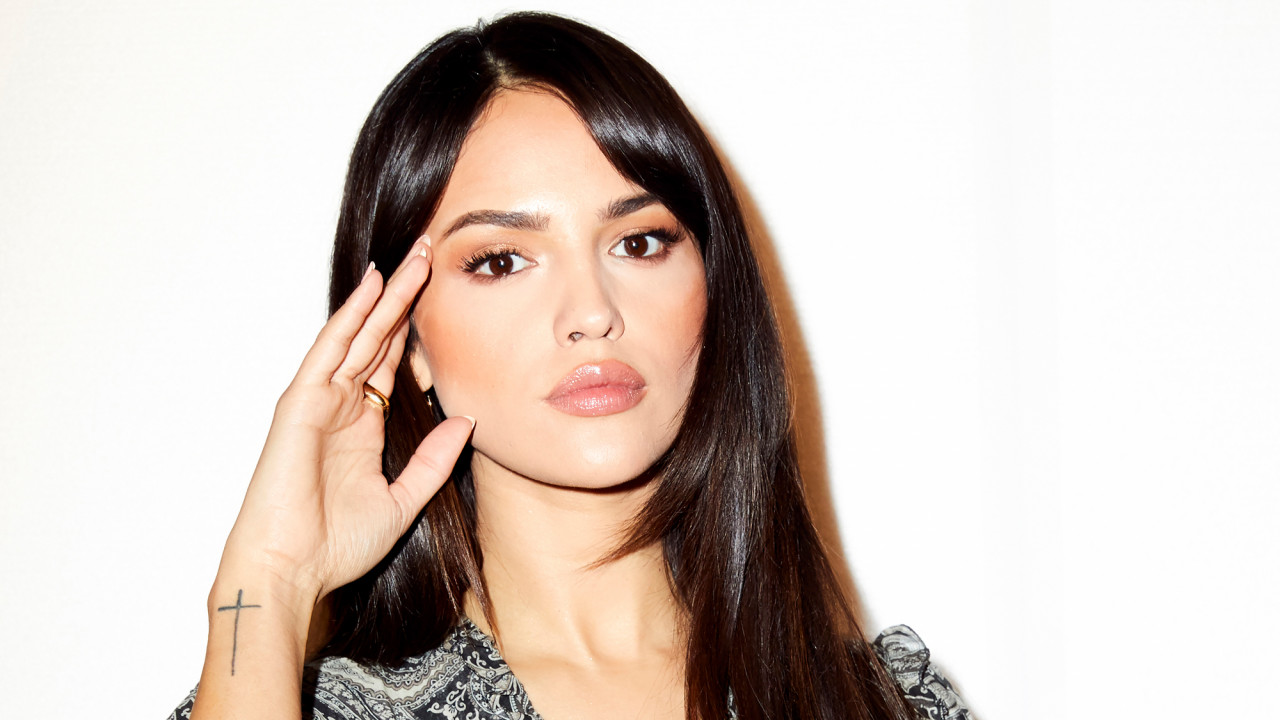 Eiza González on Being Bullied & Dating in the Limelight