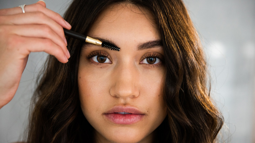 How to Achieve Diffused, Fluffy Brows with One Product