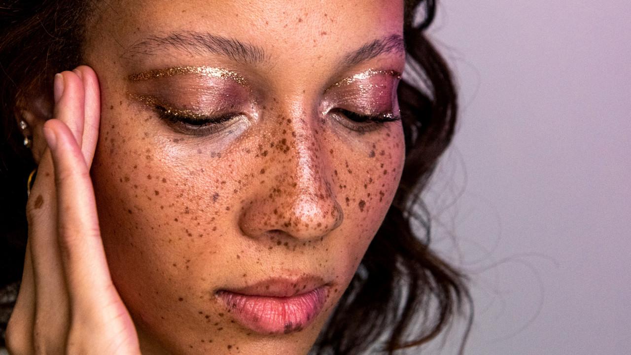 4 Ways to Wear Glitter Makeup This Season
