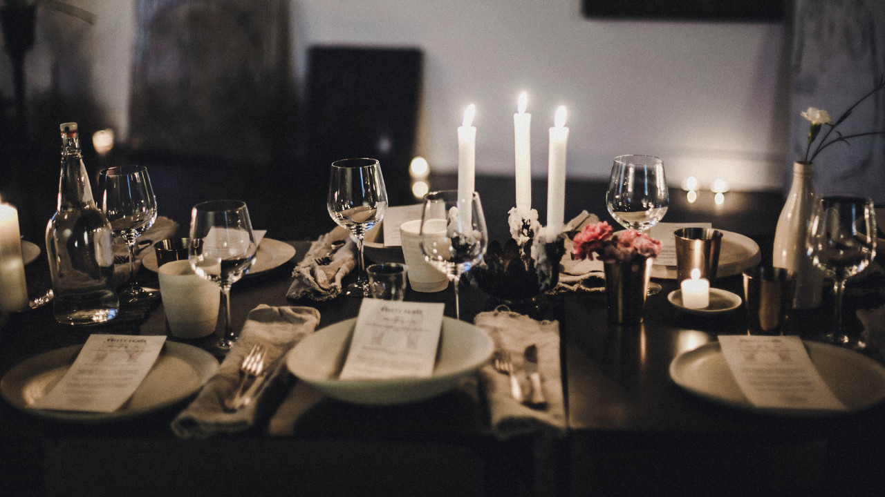 Coveteur's Guide to Hosting the Ultimate Friendsgiving