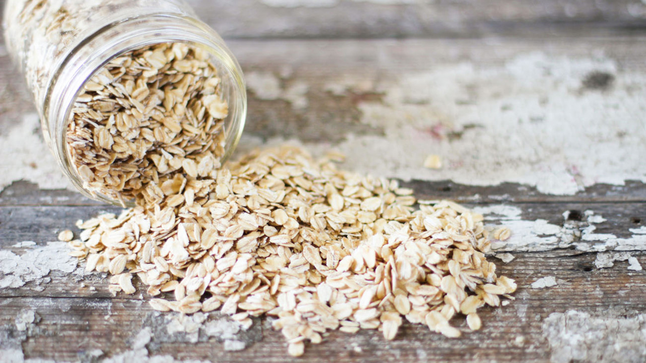 Your Fall Beauty Routine Needs More Oats—Especially If You're Prone to Itchy Skin