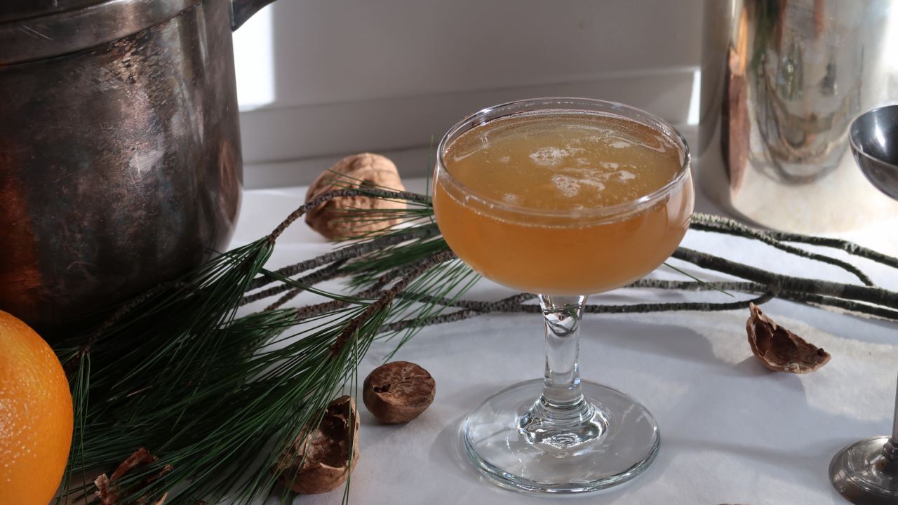 5 Experts Share Their Favorite Cocktail Recipes for New Year's Eve at Home